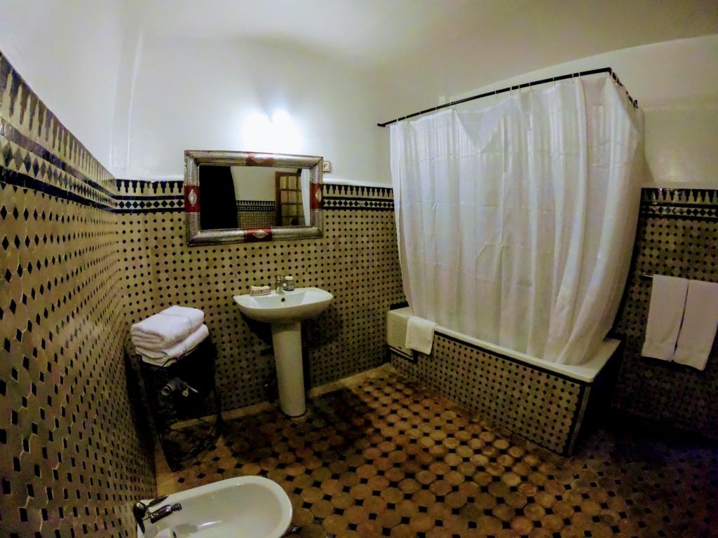 フェズのリヤドのバスルーム