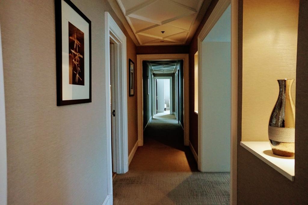 廊下 ホテル スイートルーム 壷