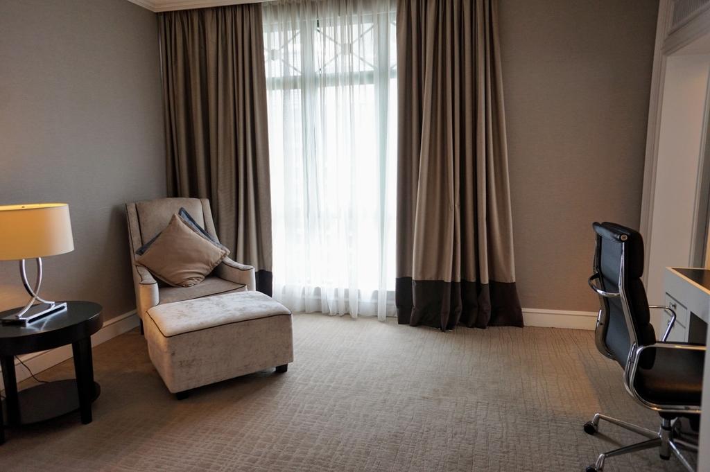 書斎 ホテルの部屋 The Ritz Carlton