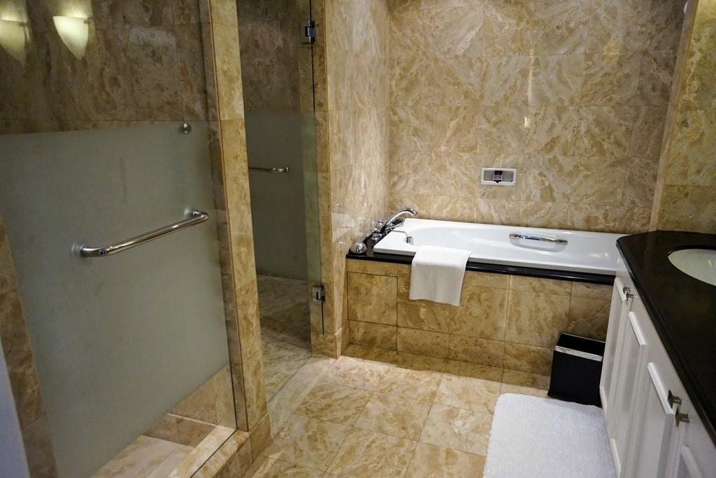バスルーム 浴槽 お風呂