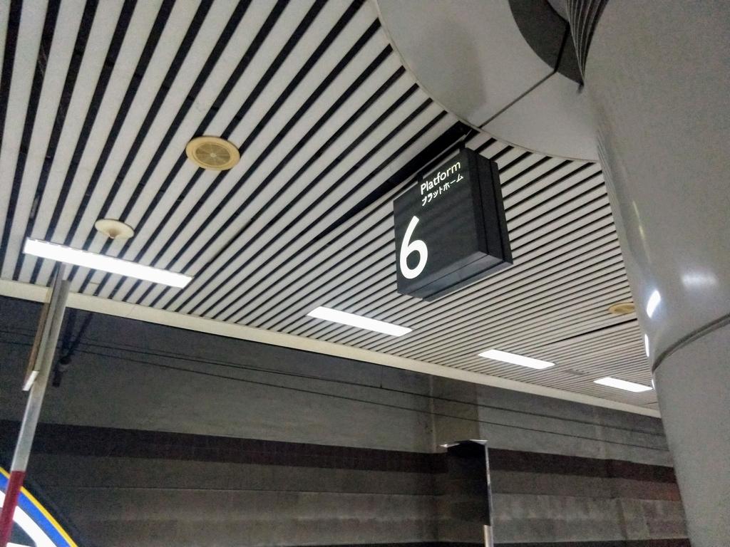 マレーシア 駅 プラットホーム