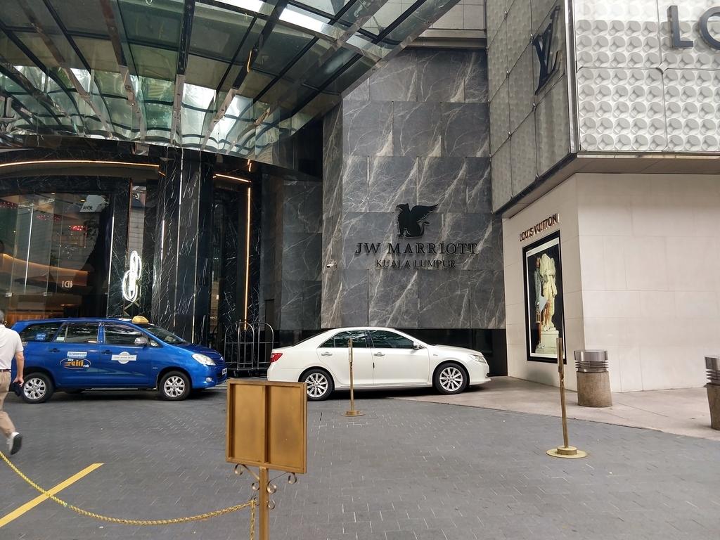 ホテル入り口 玄関 エントランス