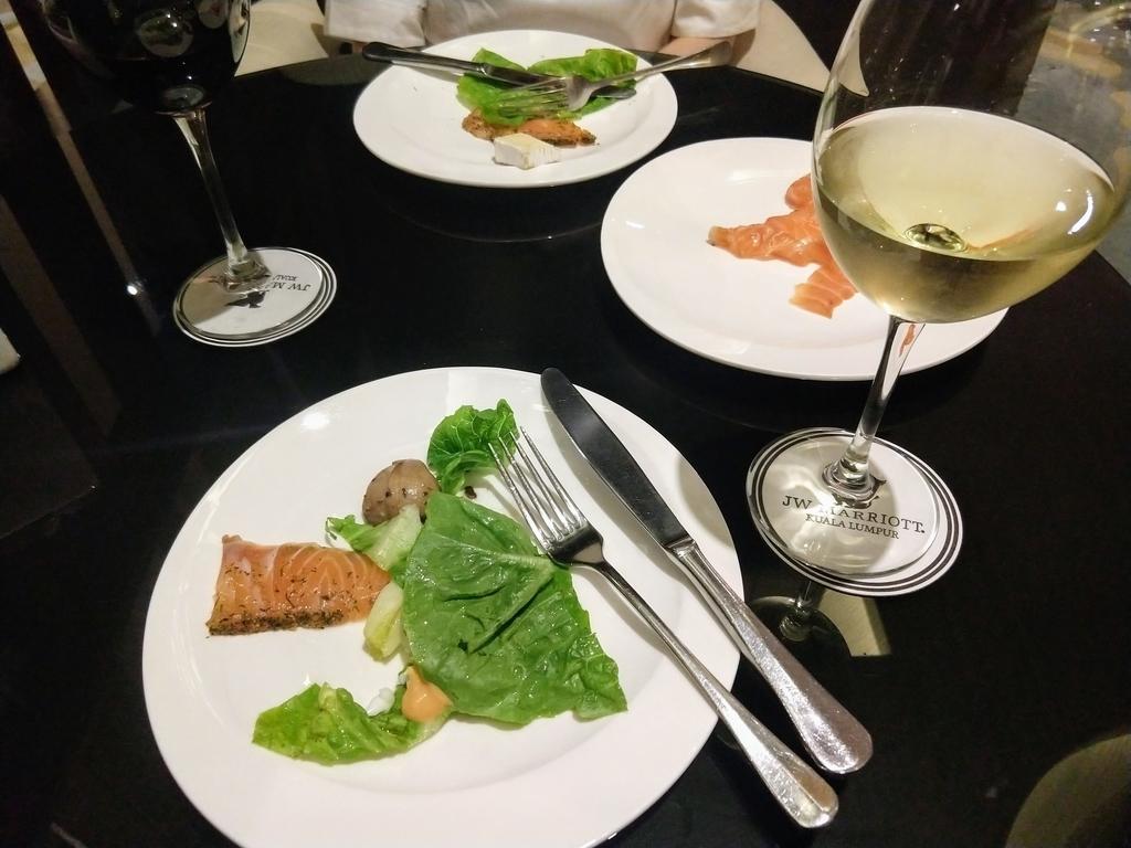 スモークサーモン オードブル ホワイトワイン レッドワイン
