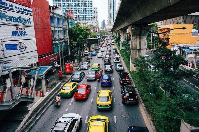 バンコク 渋滞 車