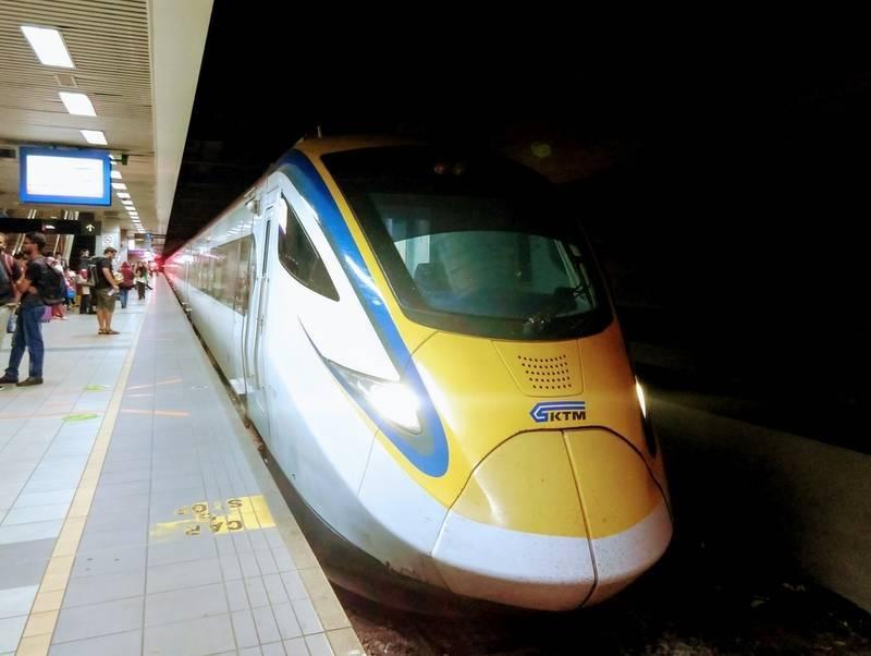マレーシア 電車