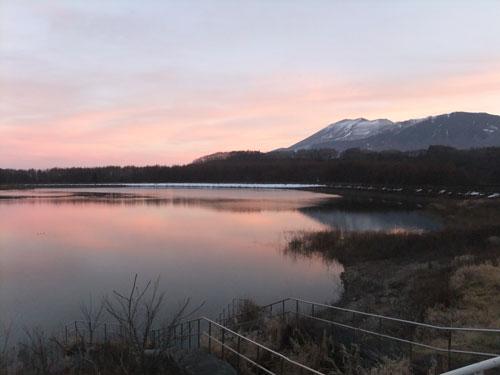 個別「夕暮れの田代湖と浅間山」...