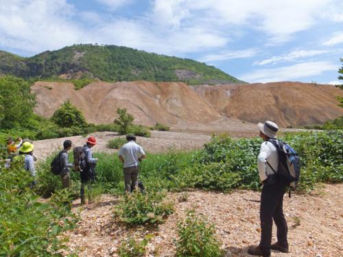 硫黄精錬カスの山
