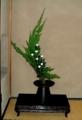 [床の間の花] 貝塚イブキ・白菊