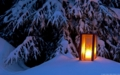 雪の中のランタン