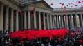 サンクトペテルブルク国際女性デーのセレモニー真っ赤な傘でお祝い