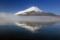 霧に浮かぶ富士山