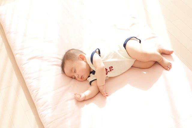 寝 赤ちゃん うつ伏せ