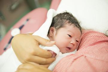 最後の最後に緊急手術決定!陣痛中に総合病院へ緊急搬送。初出産は予想外の展開に…