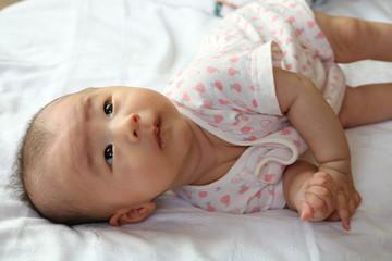 兄妹でもこんなに差が!赤ちゃんの首すわり・寝返り・ハイハイはいつから始まる?