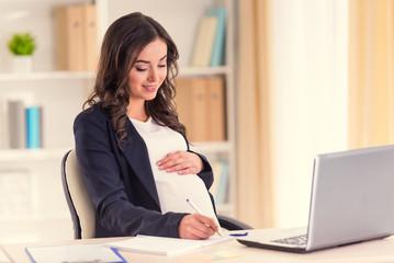 妊娠・出産を経て、どういう風に働きたいのか。育休後に職場復帰したい私が上司に報告したタイミング