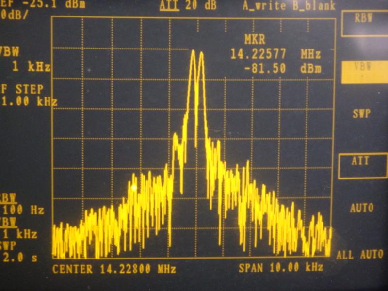 トーン周波数が近い時