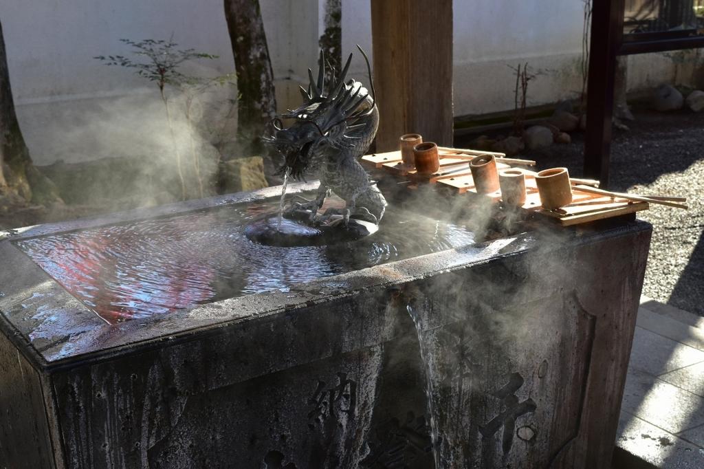 手と口を清める修善寺の手水舎