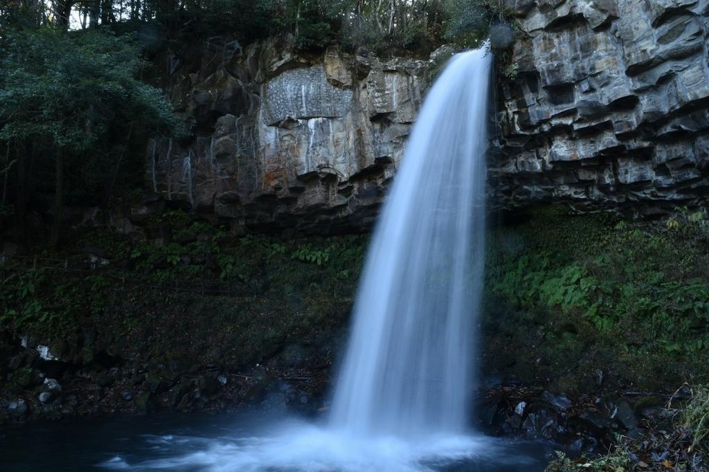 迫力満点の萬城の滝