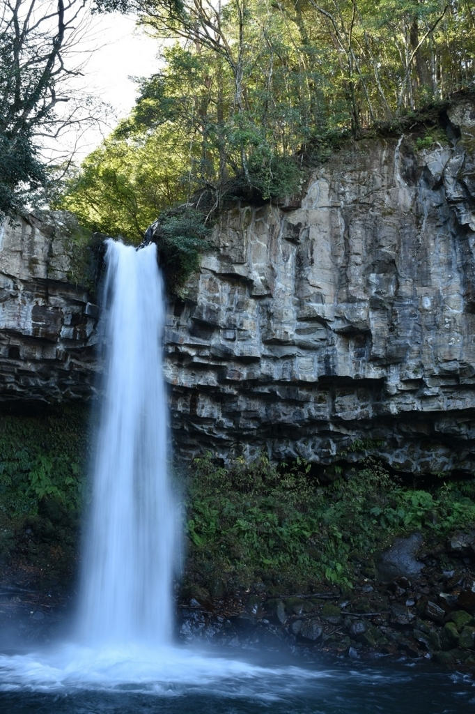 迫力のある滝、萬城の滝