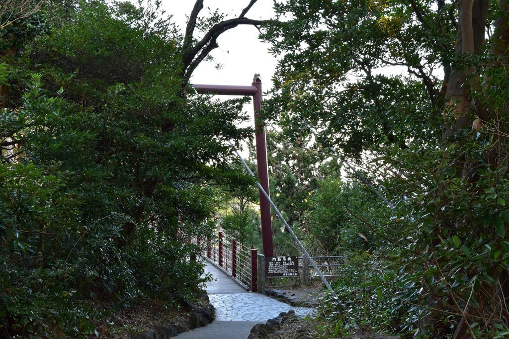 伊東市の門脇吊橋が見えてきた