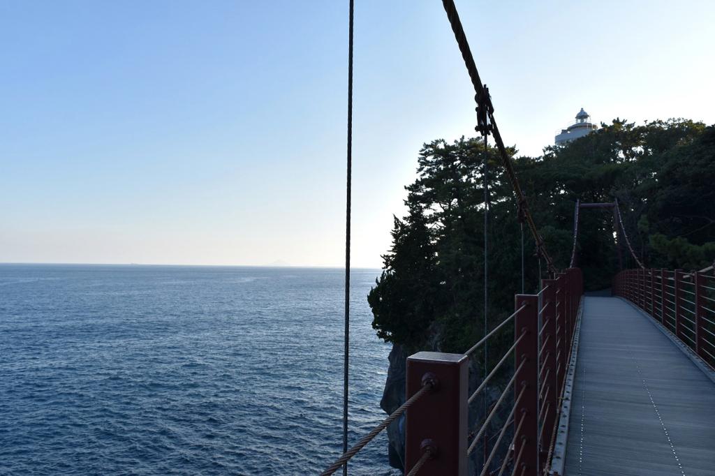 伊東市の門脇吊橋から見れる伊豆の海岸線