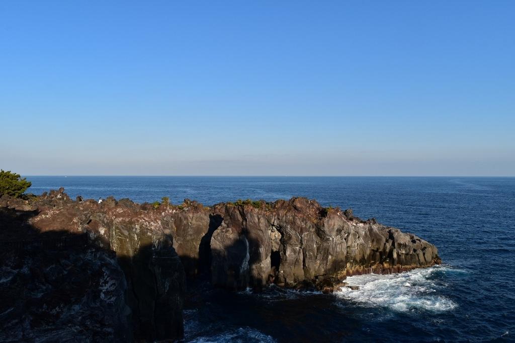 城ケ崎海岸の岩波