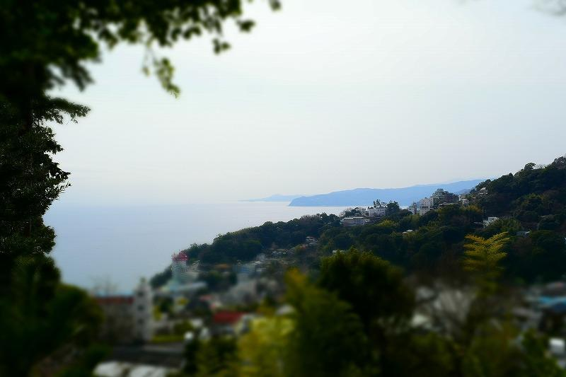 伊豆山神社から海を臨む