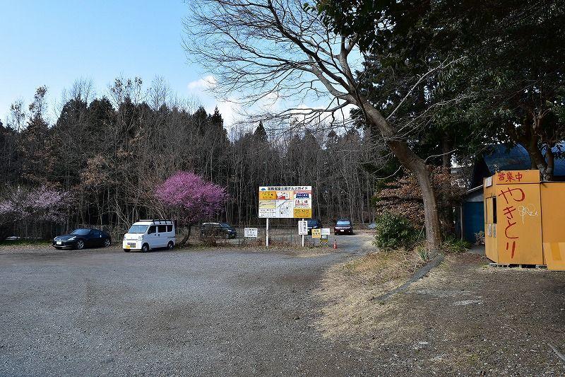 駒門風穴窟の駐車場