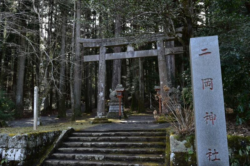 二岡神社の入り口