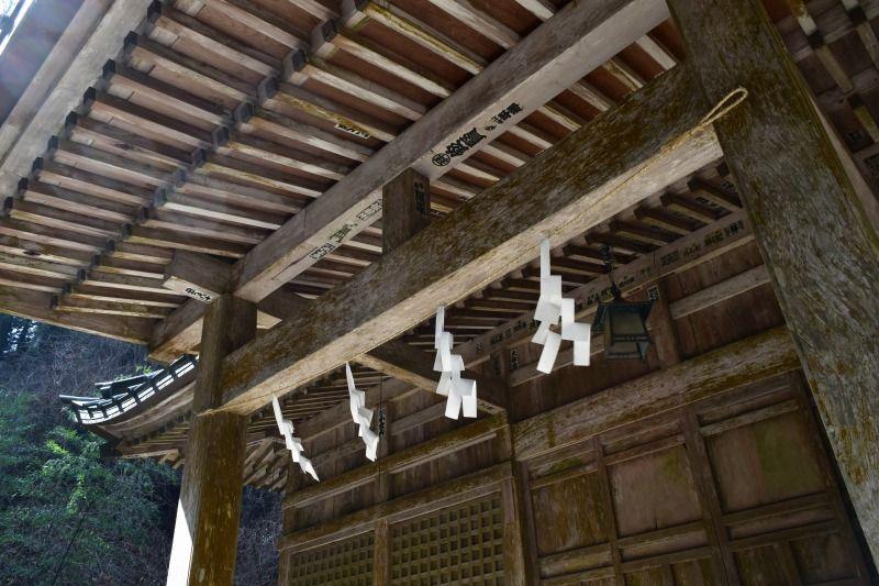二岡神社の本殿