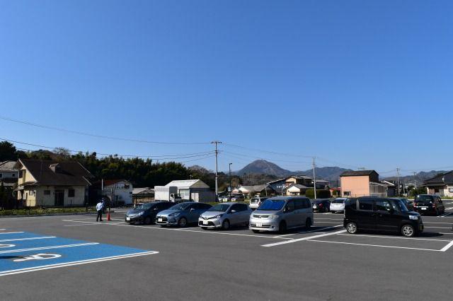 韮山反射炉ガイダンスセンターの駐車場