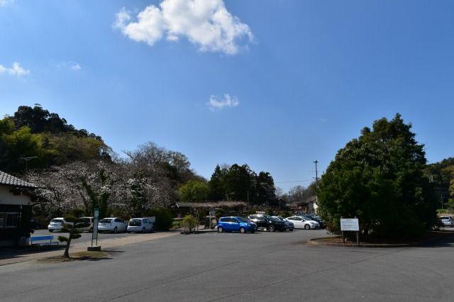 重要文化財の江川邸の駐車場