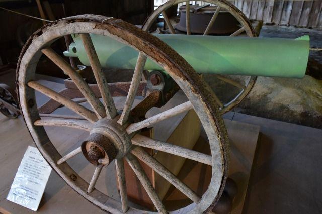 江川邸主屋の大砲