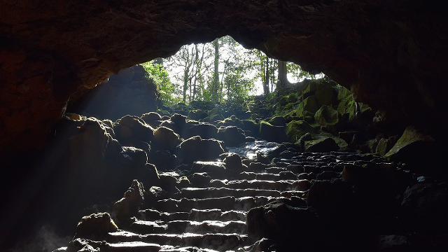 溶岩洞窟の駒門風穴