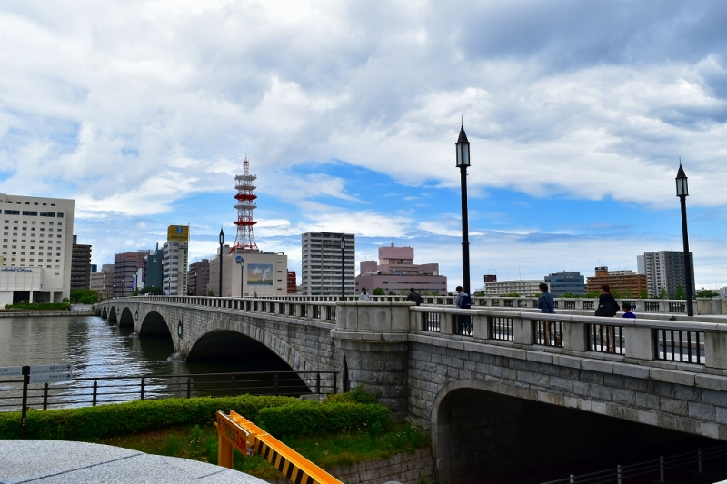 信濃川にかかる萬代橋