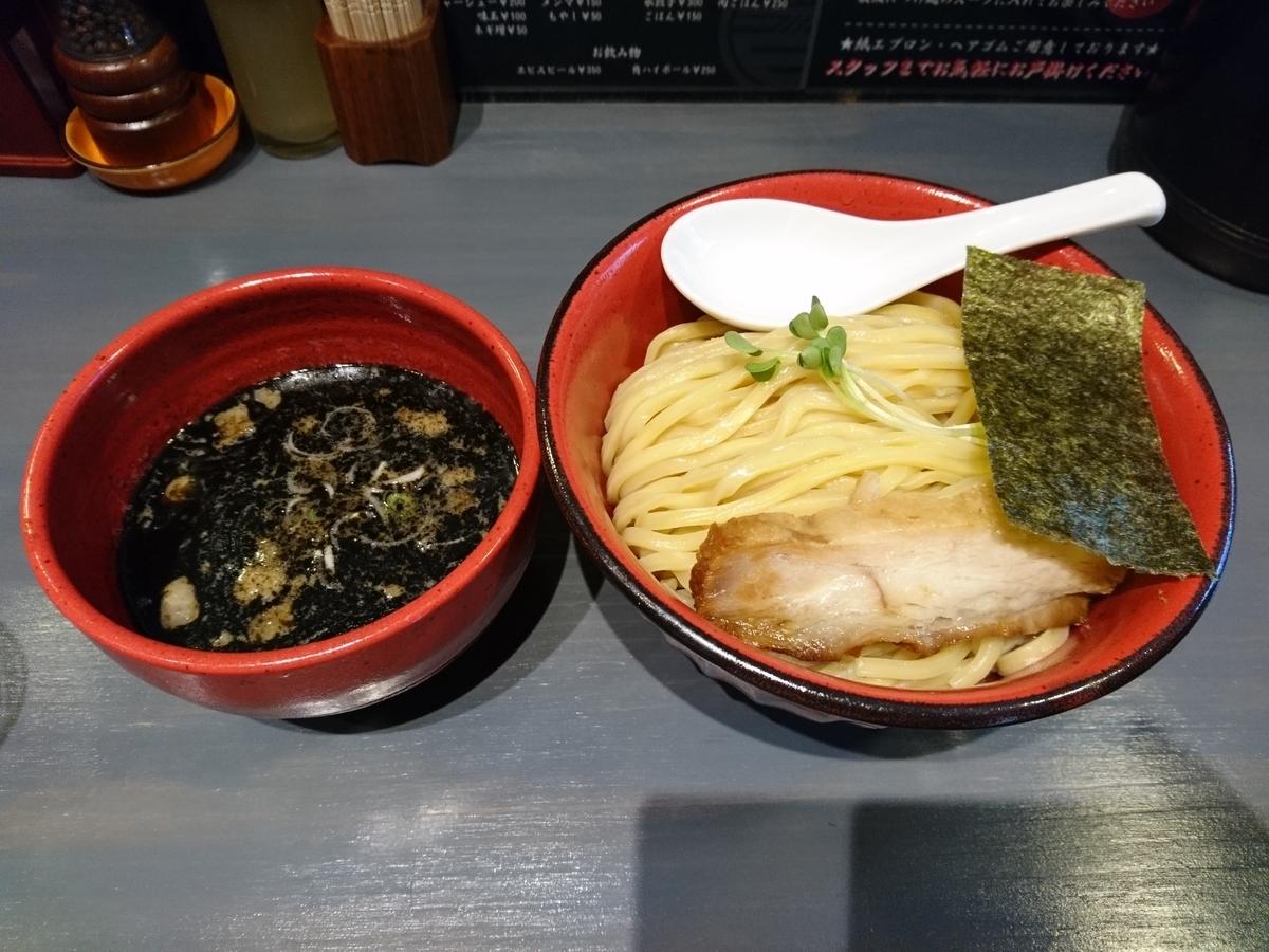「百の輔」のエビとイカ墨つけ麺