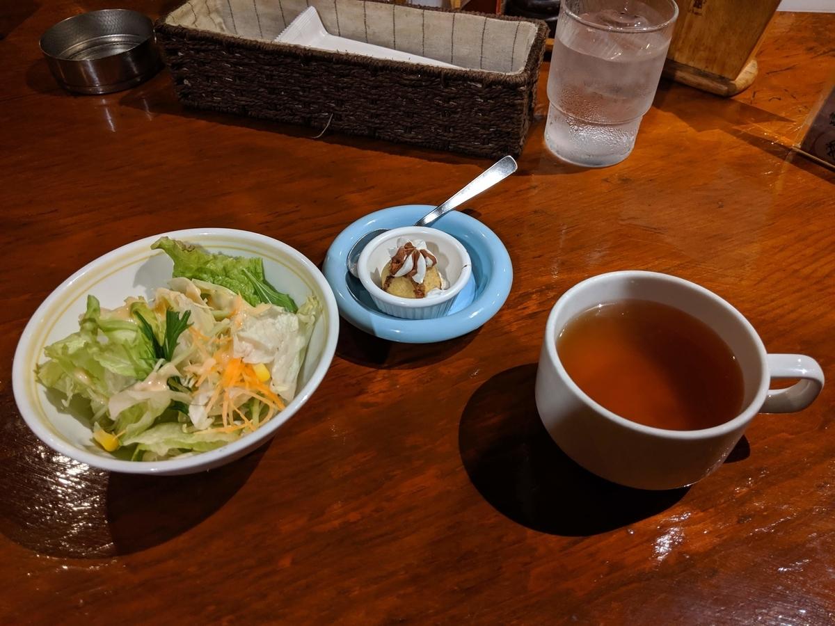 アンジェリーフレスカのランチセットのサラダとコンソメスープ