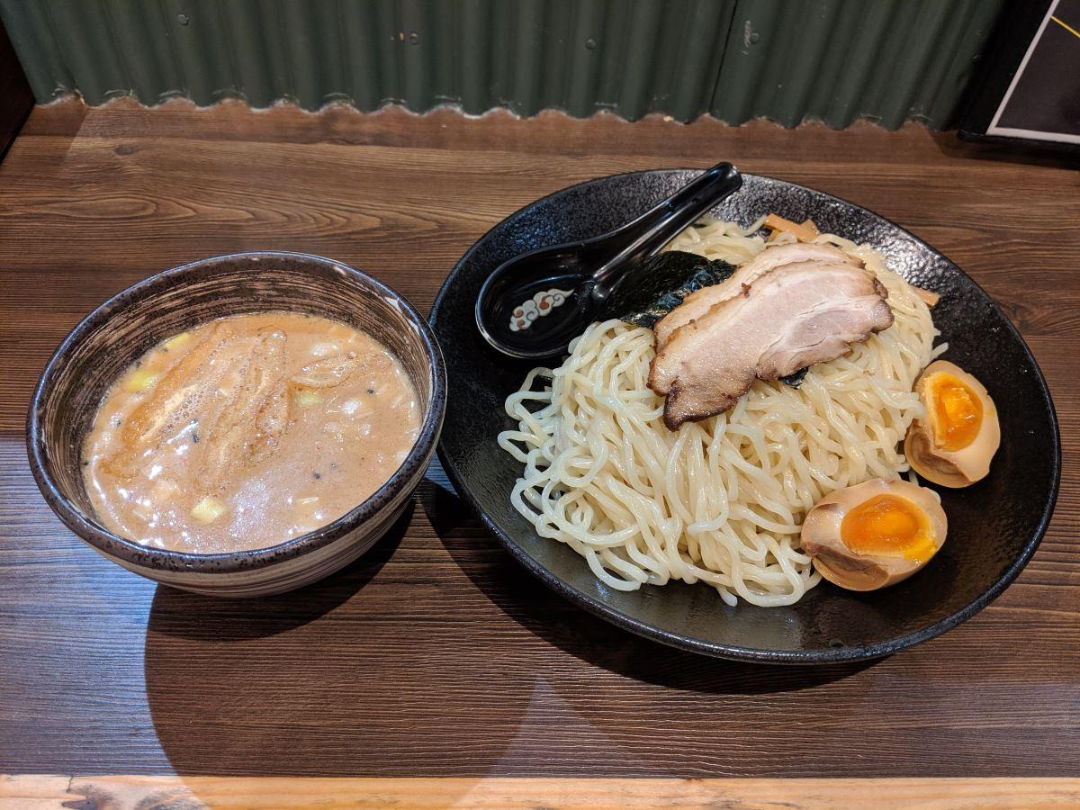 「北海道らぁ麺ひむろ」の特製味噌ダレつけ麺
