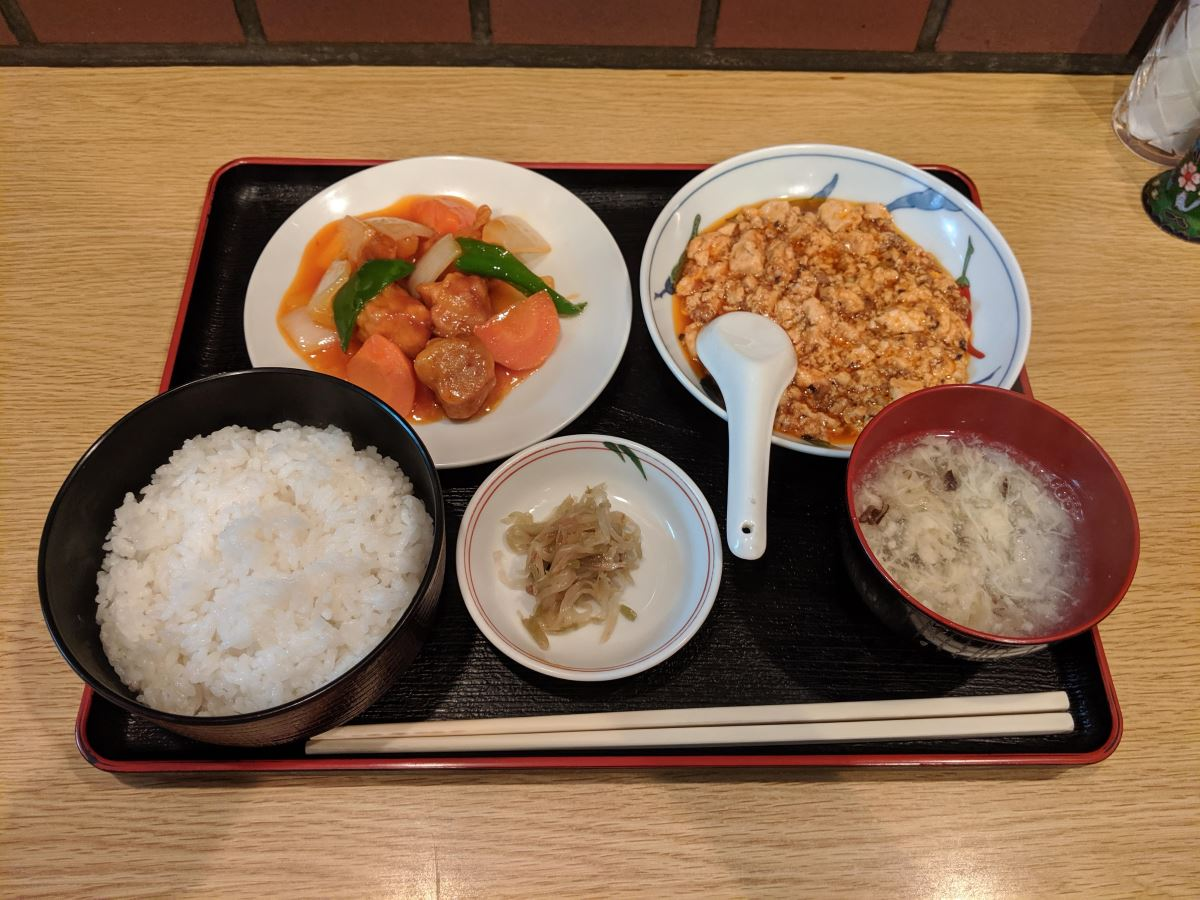 四川史菜彩芳の麻婆豆腐と古老肉(酢豚)の定食