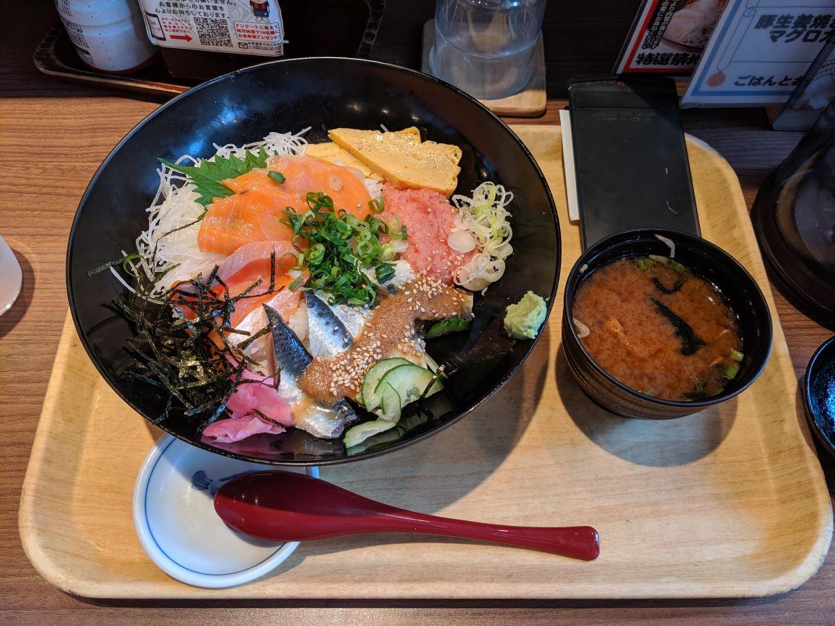 「築地食堂 源ちゃん」の三色丼