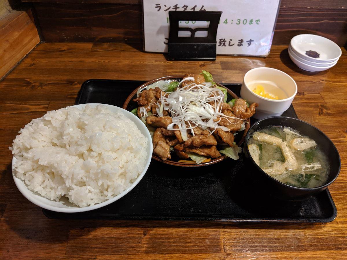 「魚河岸おに平」のまぐろ生姜焼き定食