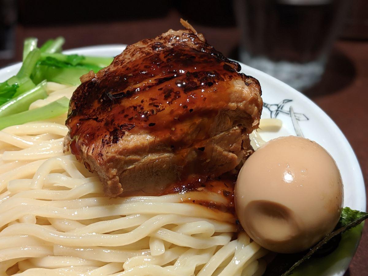 「麺屋武蔵 武仁」の武仁つけ麺のチャーシュー