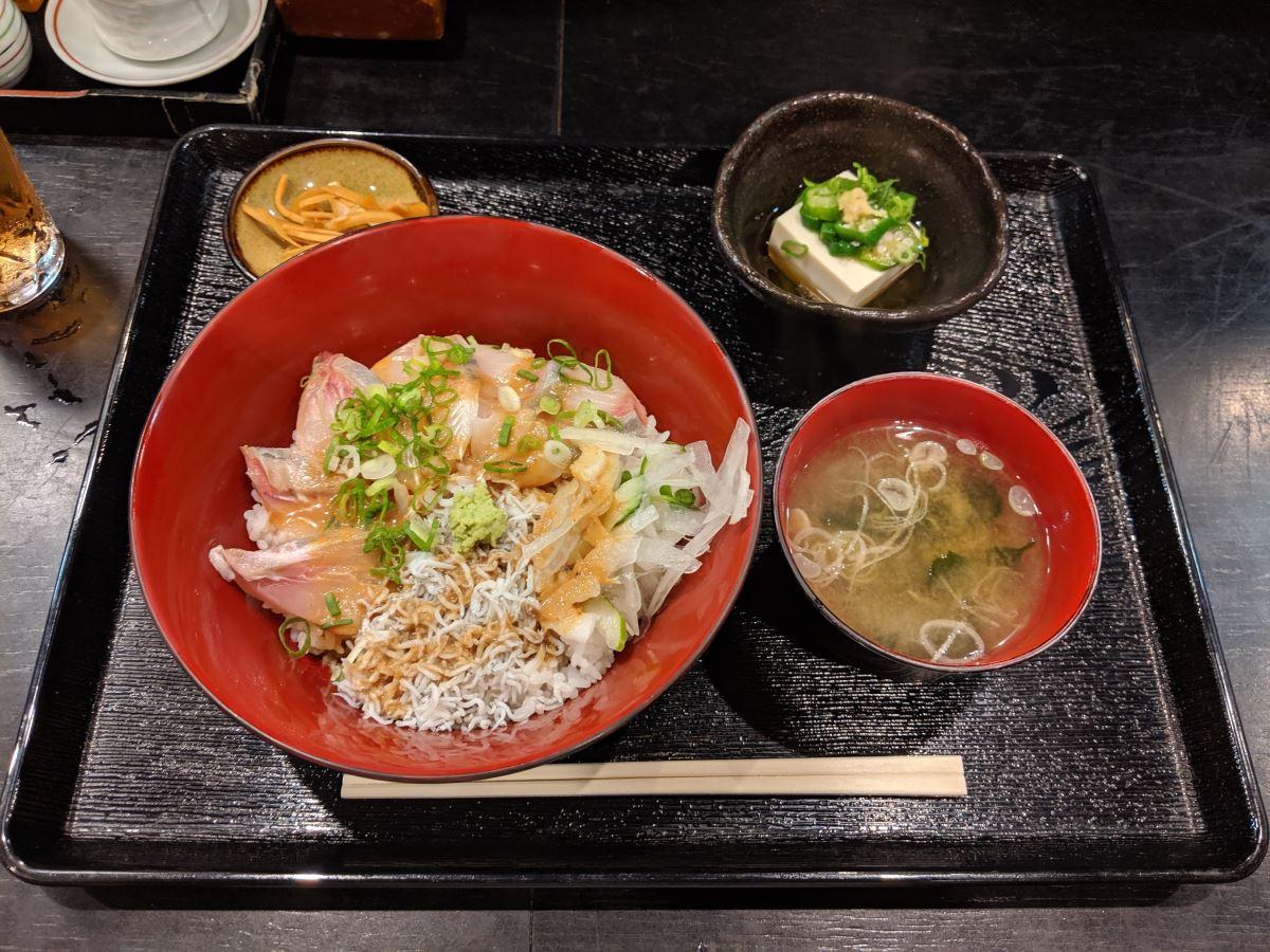 「ちゃくら」の海鮮胡麻正油丼