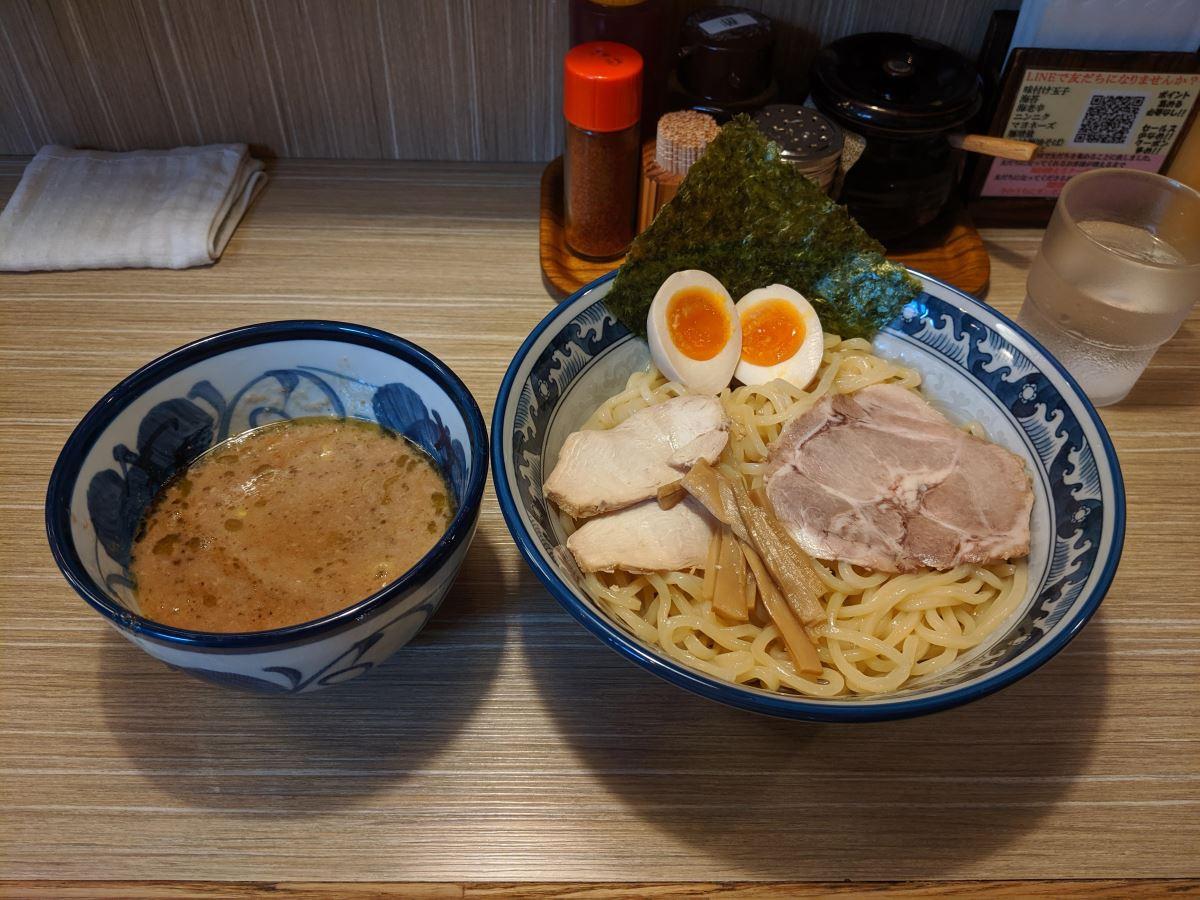 「天想伝 楽」の味玉つけ麺