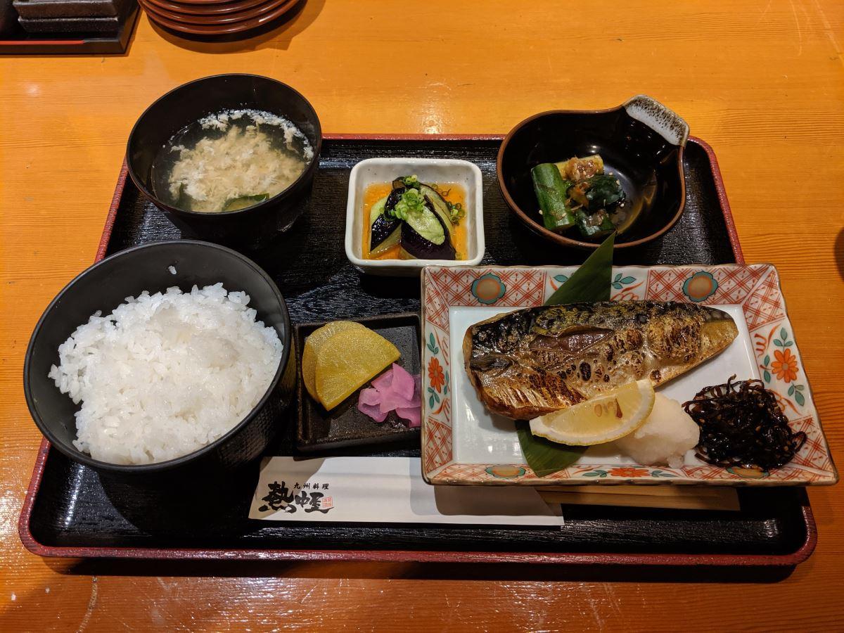 「熱中屋」の鯖の塩焼き+揚げなす定食