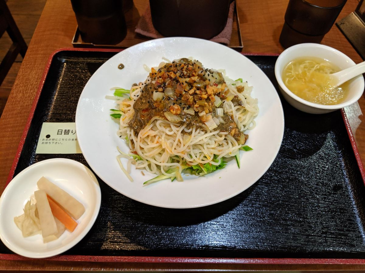 「東和酒場」の大盛り冷し担々麺