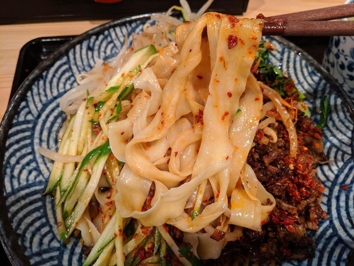 「思泊湖」のビャンビャン麺の平麺