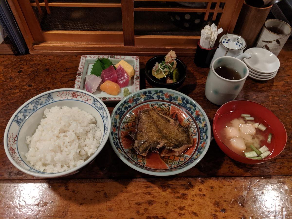「左々舎」のカレイ煮付け定食