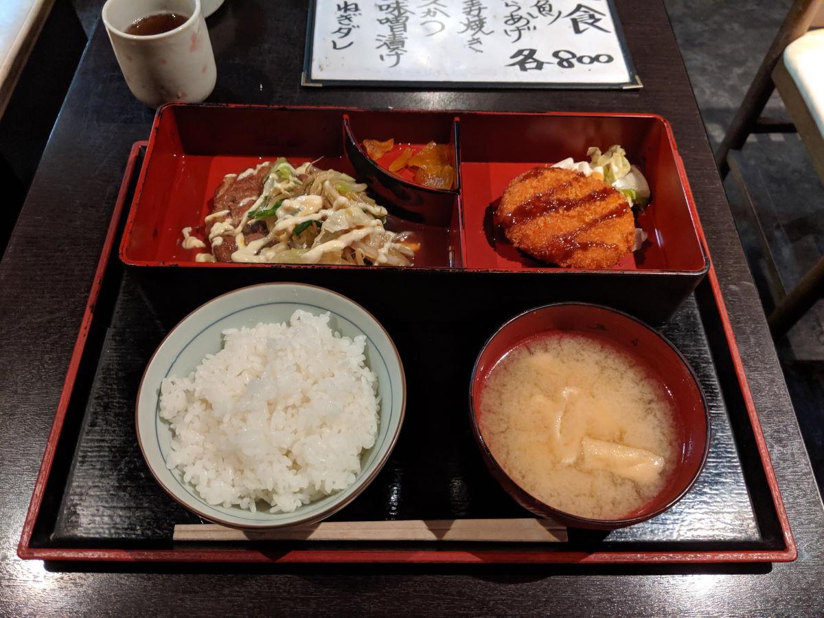 「呑処ひろし」の日替わり定食(豚肩ロースやわらか煮定食)