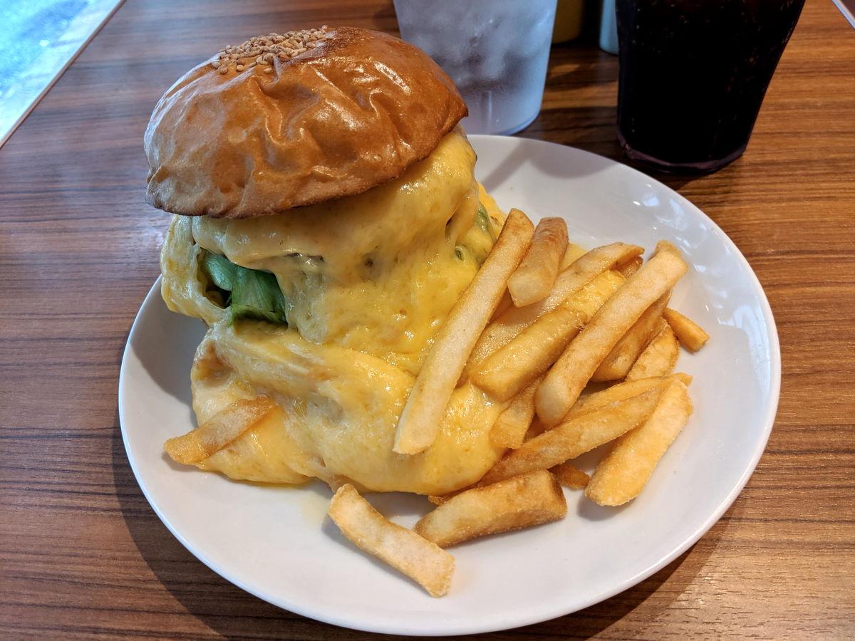 「BURGER&MILKSHAKE CRANE」のスーパーチーズバーガー